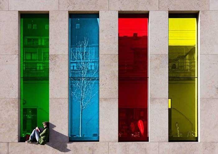 دسته بندی انواع شیشه های رنگی
