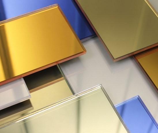 چگونه با استفاده از انواع شیشه رنگی ها، فضای داخل خانه خود را زیبا و جذاب کنیم؟