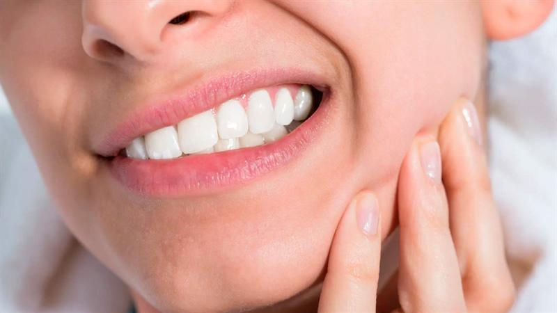 استفاده از برگ های اسفناج، ميخك، سير و پياز برای دندان درد در بارداری