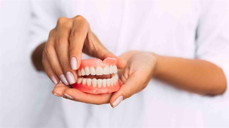 دندان مصنوعی ثابت بهتر است یا متحرک